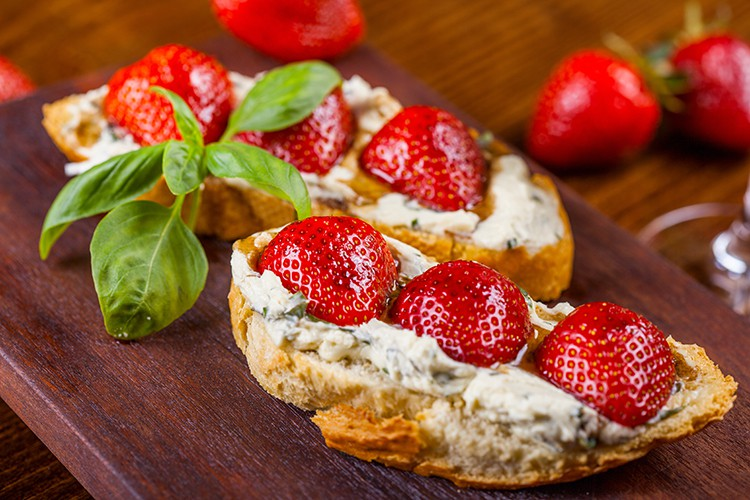 healthy easy diet recipes Berry Basil Toast