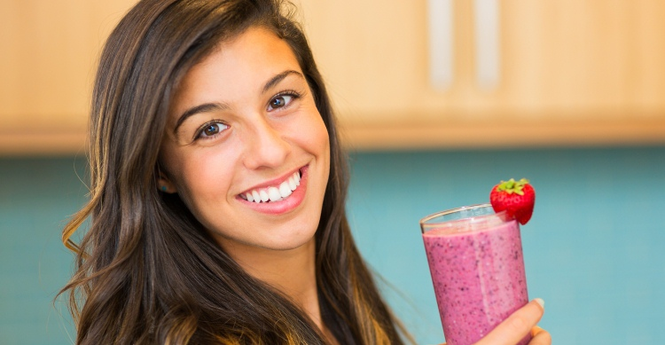 Smoothie-Recipes-for-weight-Loss-Woman-H