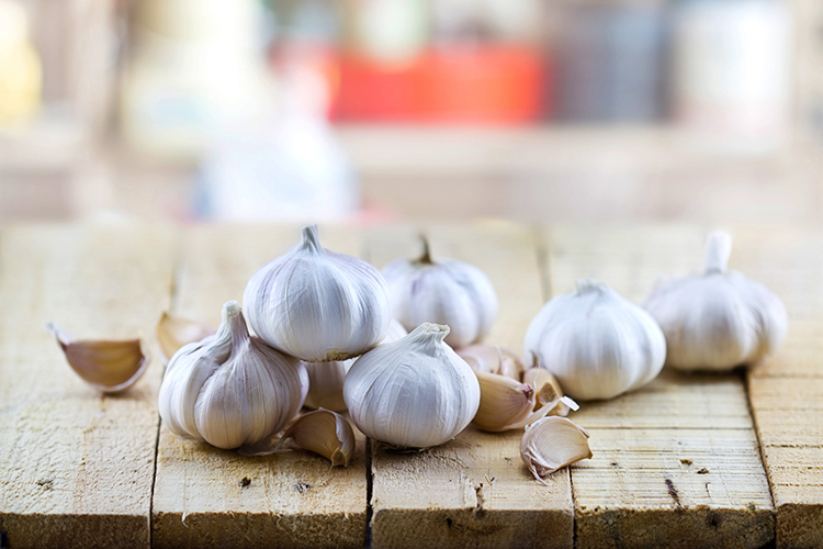 Best Veggies For Weight Loss-Garlic