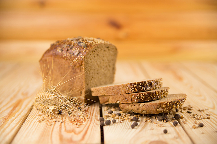 Foods That Reduce Bloating-Whole grain bread