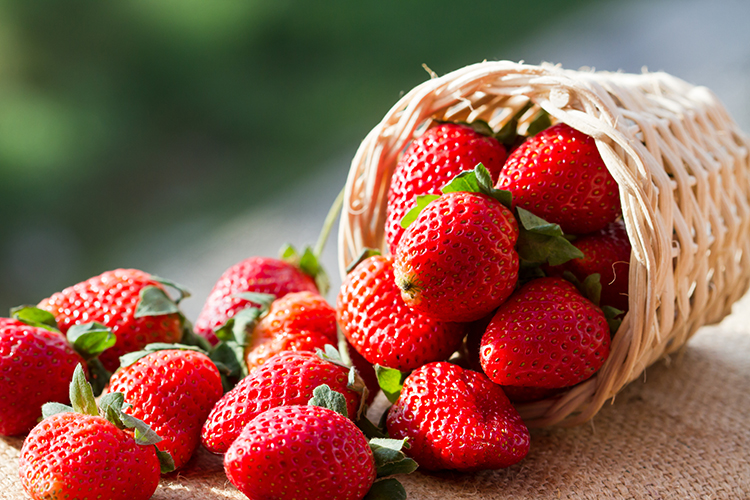 Foods That Reduce Bloating-Strawberries