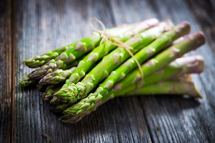 Foods That Reduce Bloating-Asparagus