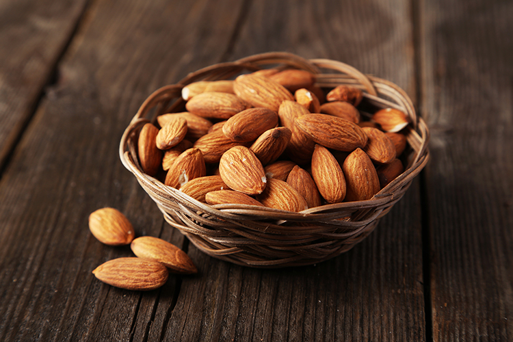 Foods That Reduce Bloating-Almonds