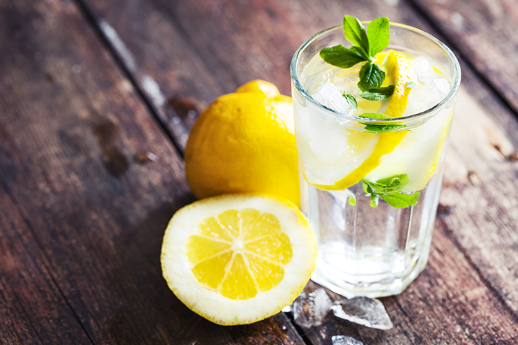Foods That Reduce Bloating-Lemon water
