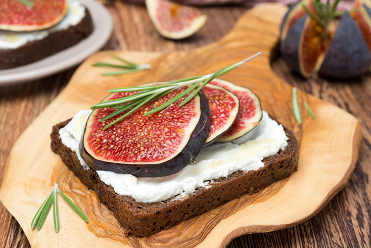 Get Flat Abs with-Fig and goat cheese sandwich