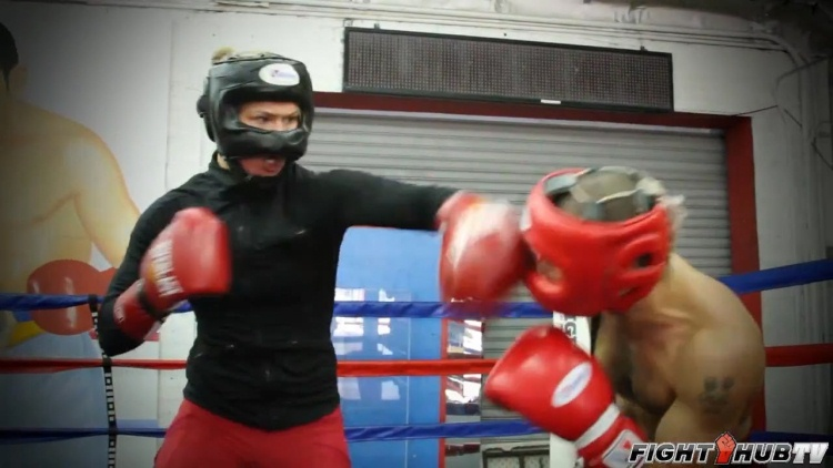 6-Ronda Rousey Punching Vic Darchinyan fitness training and sparring