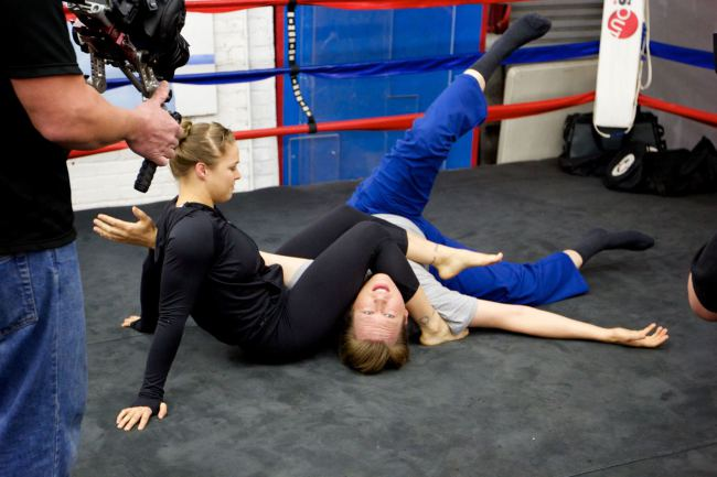 11-Ronda Rousey Armbar in Ring fitness training and sparring